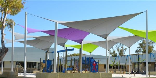 مظلات الملاعب